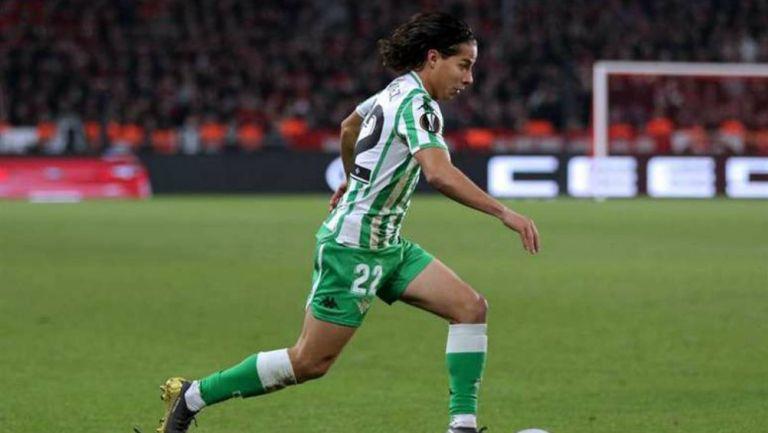 Diego Lainez en partido del Betis