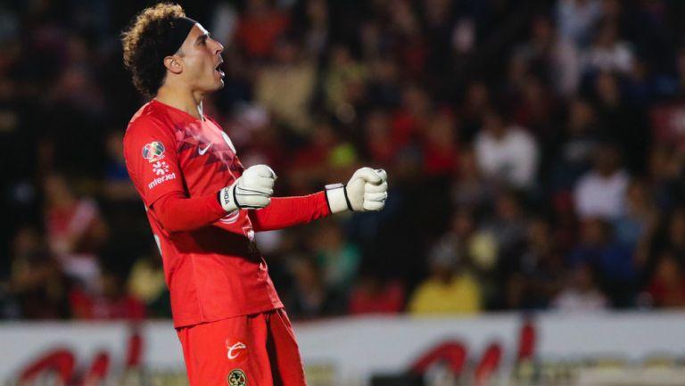 Guillermo Ochoa en el partido entre Veracruz y América