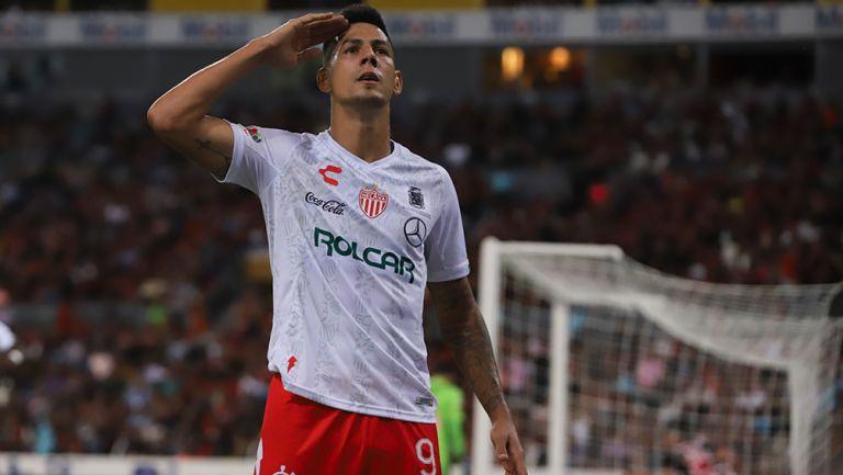 Quiroga celebra un gol con Necaxa
