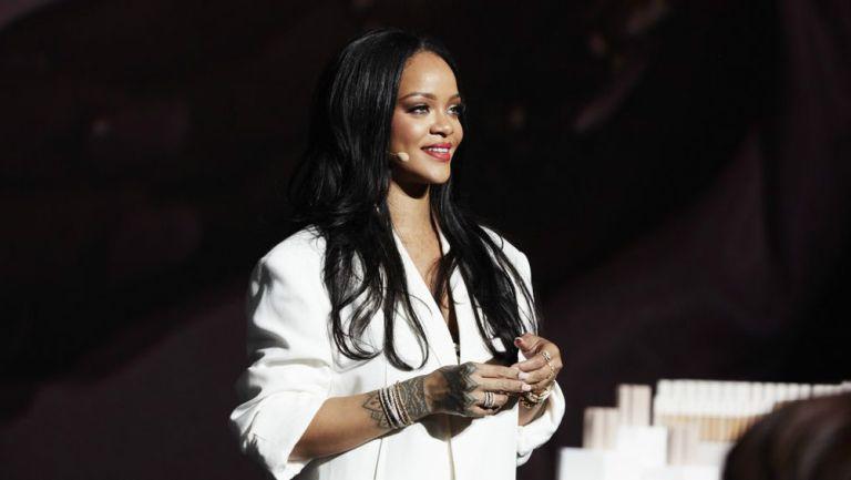 Rihanna en una plática de belleza