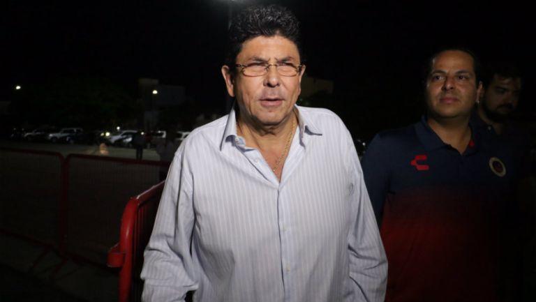 Fidel Kuri antes de un juego del Veracruz