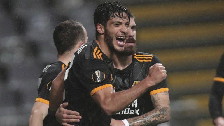 Raúl Jiménez volvió a aparecer para el Wolverhampton