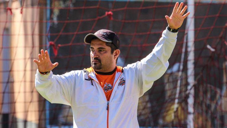 Alejandro Pérez en un entrenamiento de Alebrijes