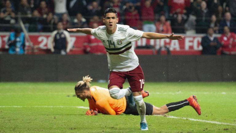 Uriel Antuna celebra gol con la Selección Mexicana