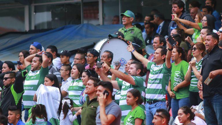 Afición de Santos durante partido de la Liga MX