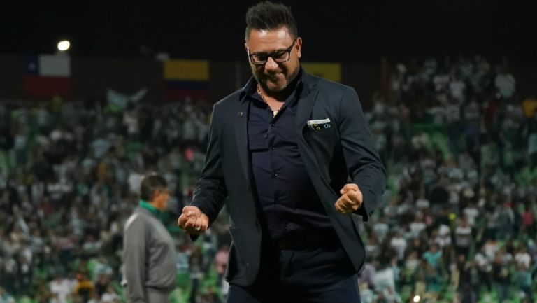 Antonio Mohamed en el partido entre Santos y Monterrey