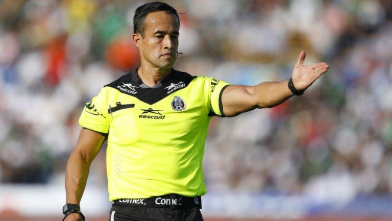 Jorge Isaac Rojas imparte justicia durante un partido