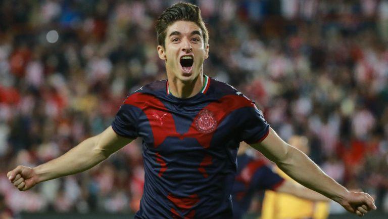 Conejito Brizuela festeja un gol con las Chivas
