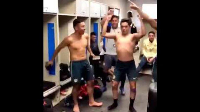 Jugadores del América Sub 17 bailando 'Un violador en tu Camino'