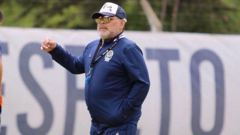 Maradona en un entrenamiento con Gimnasia y Esgrima La Plata