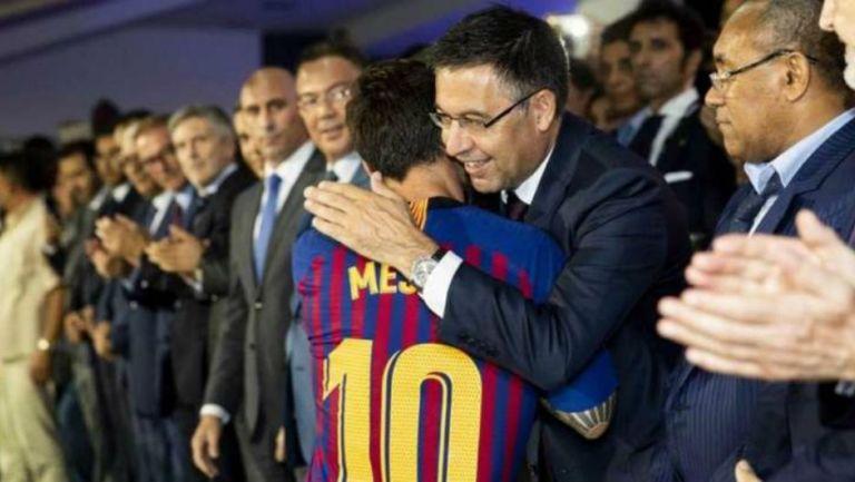 Josep Maria Bartomeu, mandatario blaugrana, con Lionel Messi