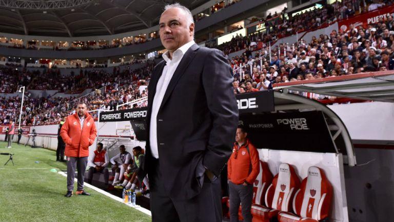 Guillermo Vázquez dirigiendo a Rayos