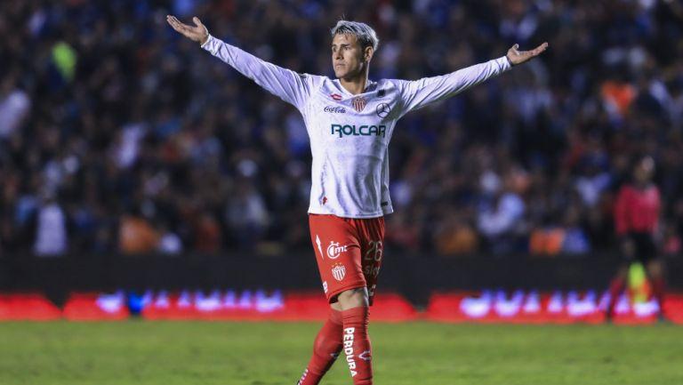 Cristian Calderón en un partido con el Necaxa