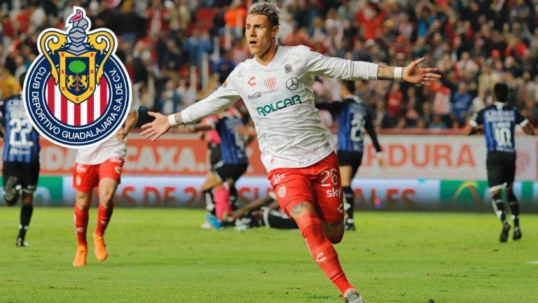 Chicote festeja un gol con Necaxa