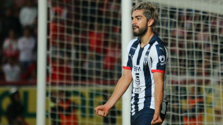Rodolfo Pizarro en partido contra Pachuca