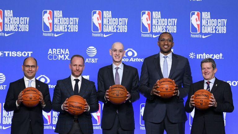 Miembros de la NBA en conferencia de prensa