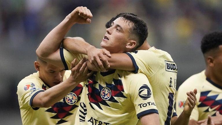 Federico Viñas celebrando un gol ante Morelia