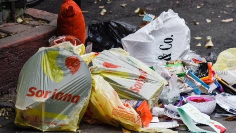 Bolsas de basura en la calle