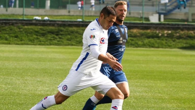 Sebastián Jurado sufre lesión en entrenamiento de Cruz Azul