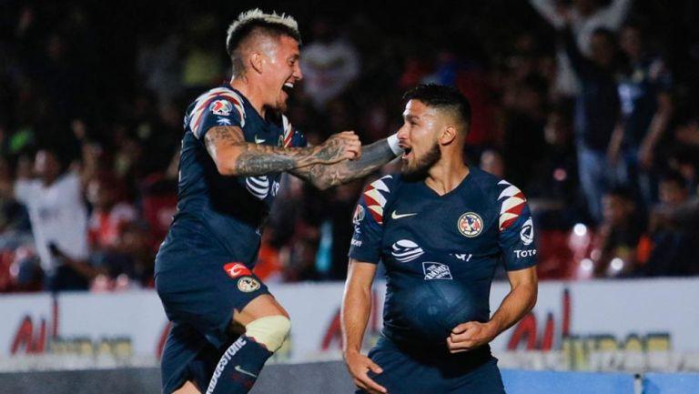 Nicolás Castillo y Bruno Valdez en festejo de gol