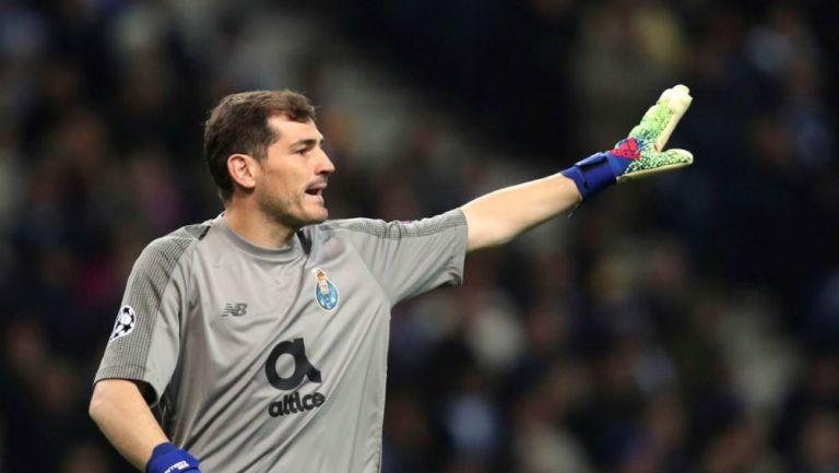 Iker Casillas en un partido con el Porto