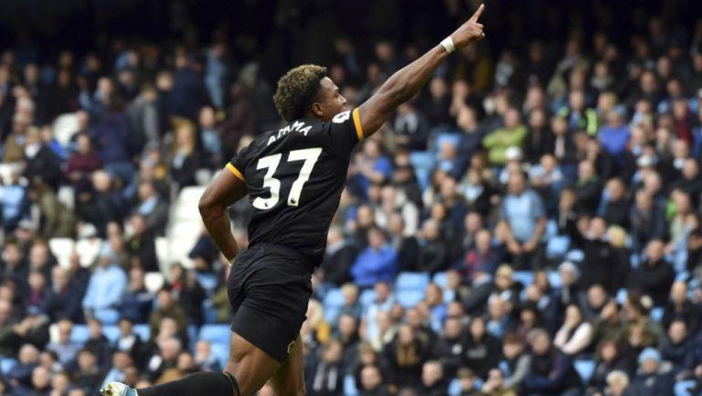 Adama Traoré celebra una anotación con el Wolves