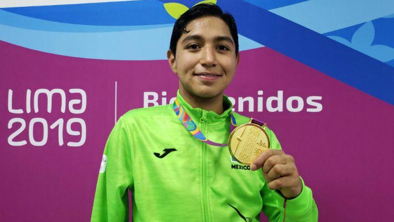 Juan Diego con su medalla de oro en Juegos Parapanamericanos