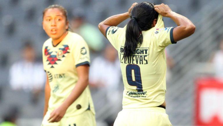 Lucero Cuevas lamentando una falla como jugadora del América