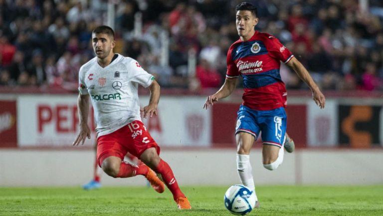 Uriel Antuna en acción con Chivas