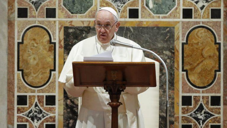 Papa Francisco ofrece un discurso en el Vaticano
