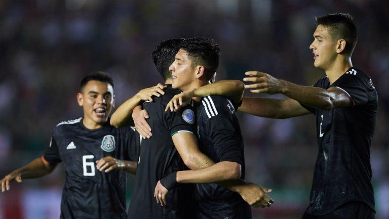 Los seleccionados nacionales festejan un gol ante Panamá