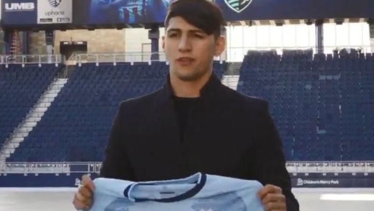 Alan Pulido conoció estadio del Sporting Kansas City