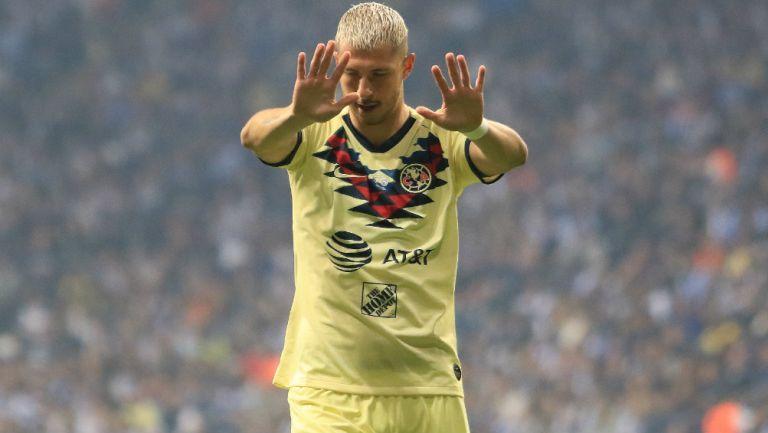 Guido Rodríguez durante un partido con América