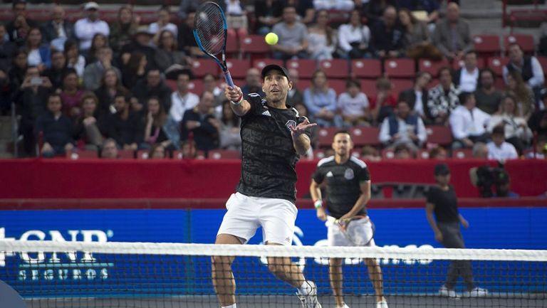 Santiago González y Miguel Reyes Varela en partido de dobles