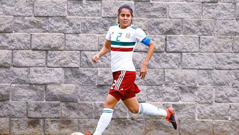 Kenti Robles durante un partido con la Selección Mexicana Femenil
