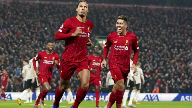 Liverpool derrota al United y se acerca al título de la Premier