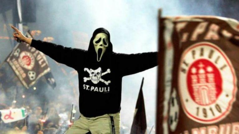 Aficionado del St. Pauli en un partido de la segunda división alemana