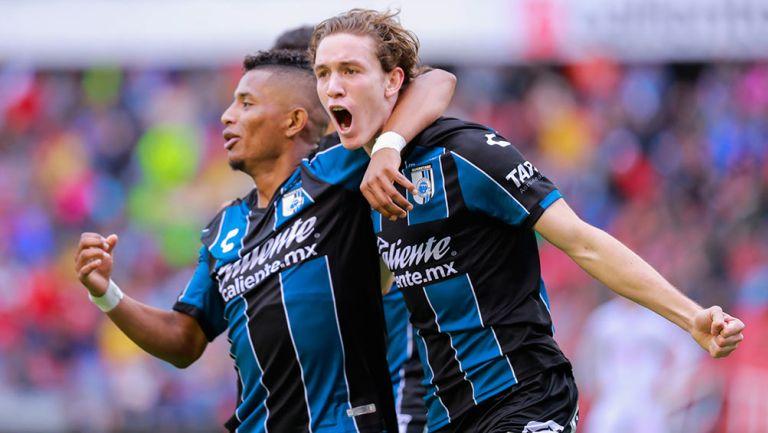 Perlaza y Marcel Ruiz, en festejo de gol