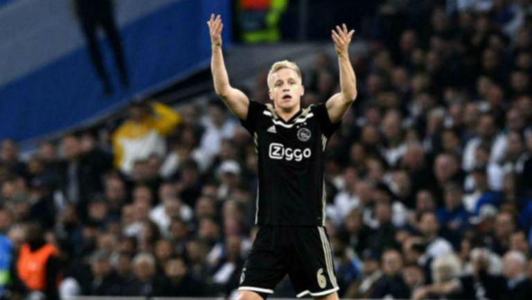 Donny van de Beek durante un partido con el Ajax