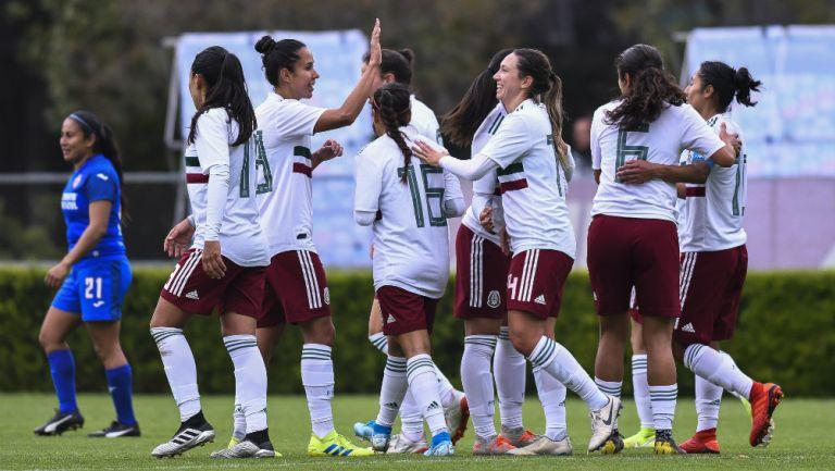 Jugadoras de la Selección Mexicana Femenil celebrando un gol