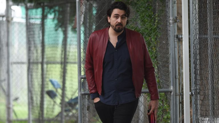Amaury Vergara camina en Verde Valle