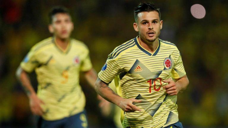 Nicolás Benedetti celebrando una anotación con Colombia