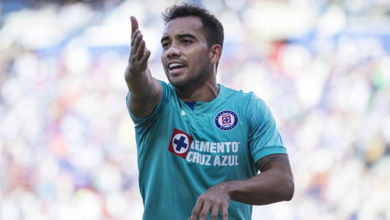 Adrián Aldrete en partido con Cruz Azul