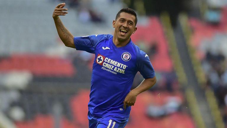 Elías Hernández desteja su gol ante Santos en el C2020