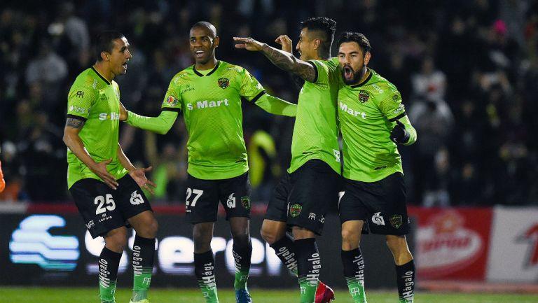 Jugadores de Juárez celebrando un gol ante Morelia