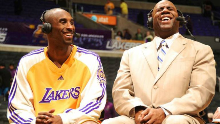 Kobe Bryant junto al Magic Johnson
