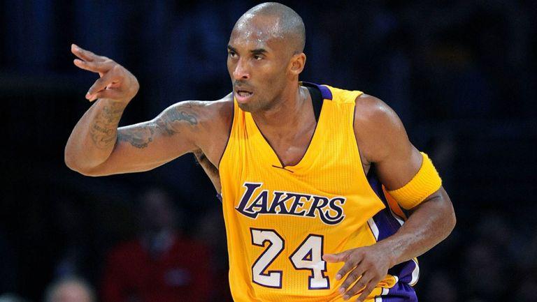 Kobe Bryant durante un partido de los Lakers