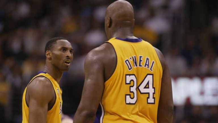 Kobe y Shaquille en un juego con los Lakers