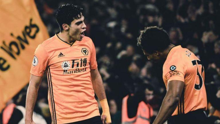 Jiménez festeja su gol ante Liverpool
