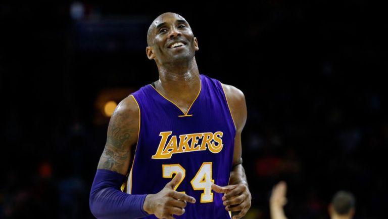 Kobe Bryant en un partido con Lakers